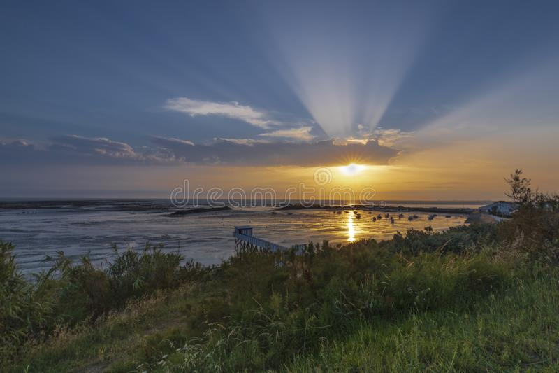Por do sol na costa francesa fotografia de stock royalty free