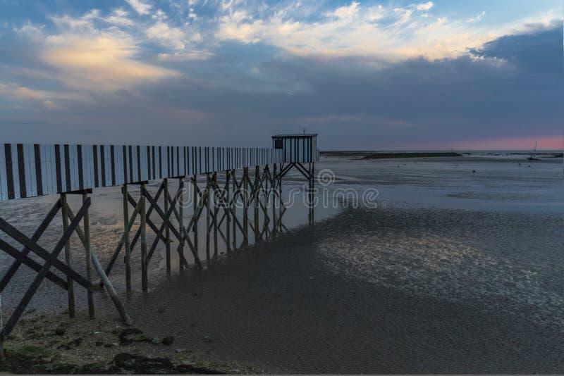 Por do sol na costa francesa imagem de stock