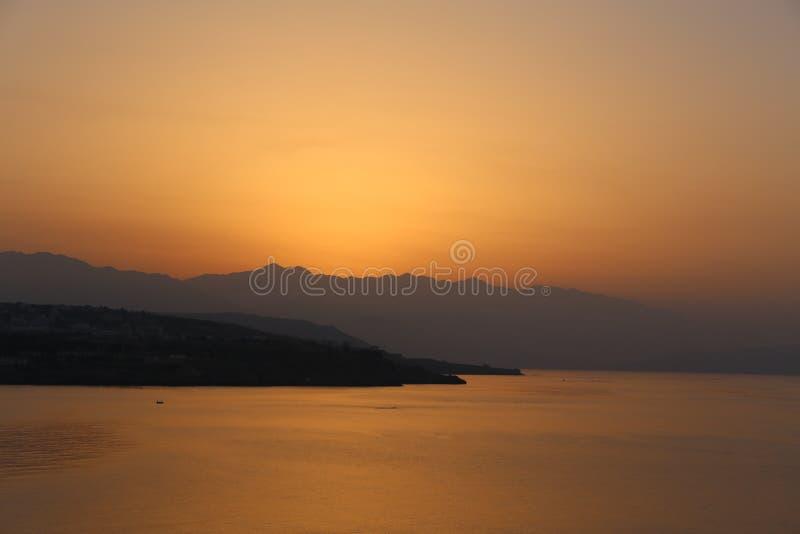Por do sol na Creta Grécia fotografia de stock