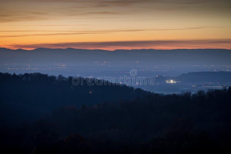 Por do sol na Floresta Negra, Alemanha foto de stock