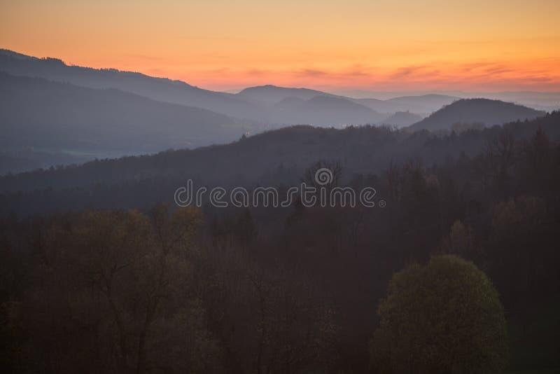 Por do sol na Floresta Negra, Alemanha imagens de stock