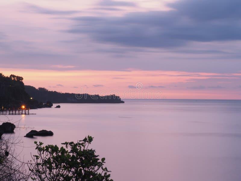 Por do sol na ilha de Bali imagem de stock