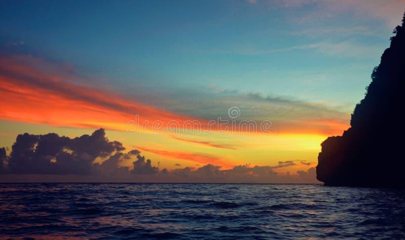 Por do sol na ilha de Phuket, Tailândia imagens de stock