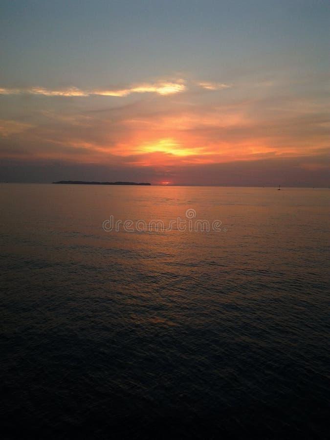 Por do sol na ilha do pari imagens de stock royalty free