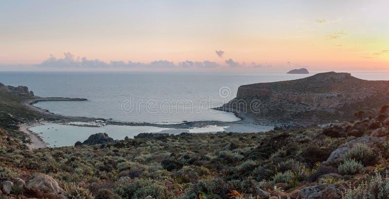 Por do sol na lagoa de Balos na Creta, Grécia fotos de stock