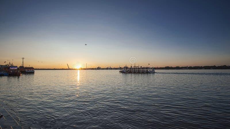Por do sol na música Hua River, China, Harbin fotografia de stock royalty free