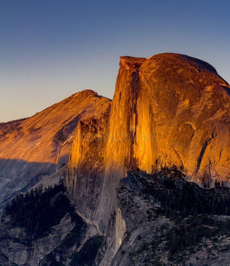 Por do sol na meia abóbada, parque nacional de Yosemite foto de stock royalty free
