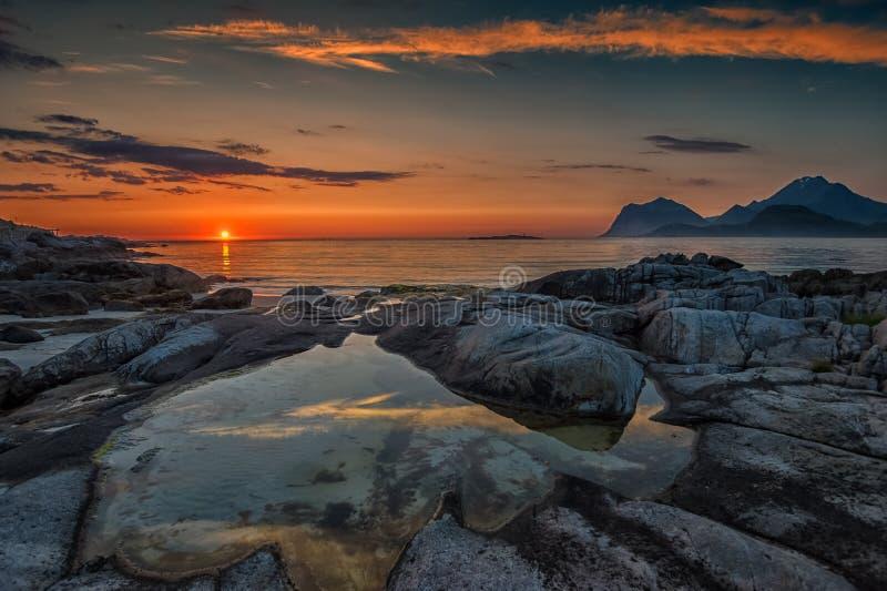 Por do sol na meia-noite foto de stock