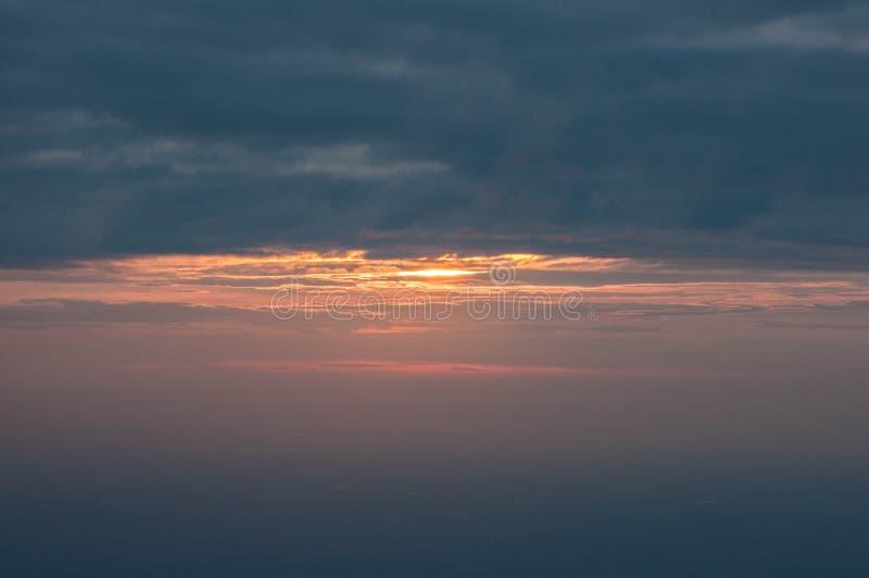 Por do sol na montanha fotografia de stock