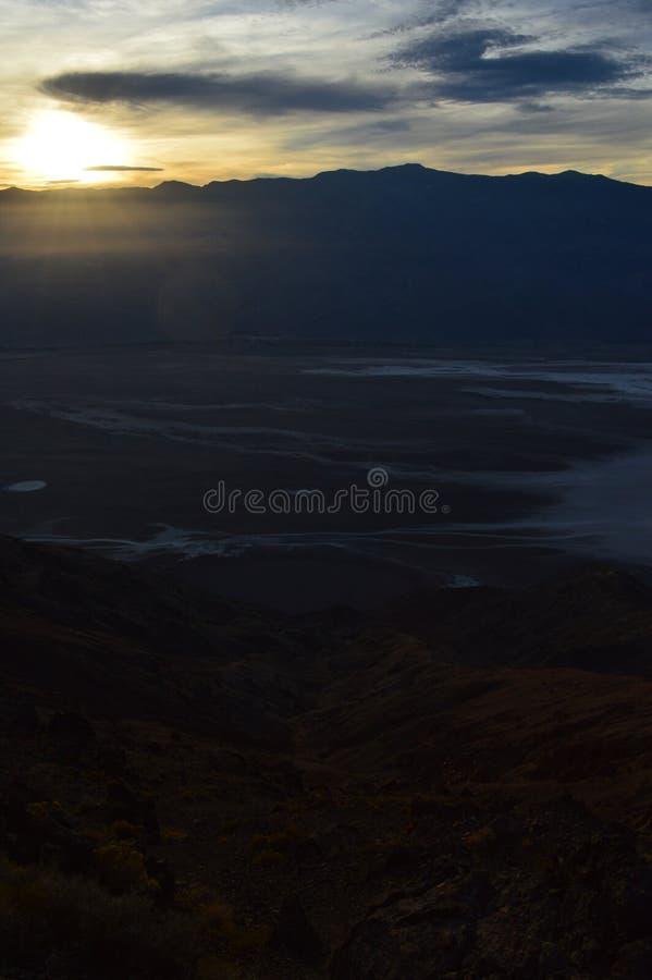 Por do sol na opinião do ` s de Dante no Vale da Morte Califórnia imagens de stock royalty free