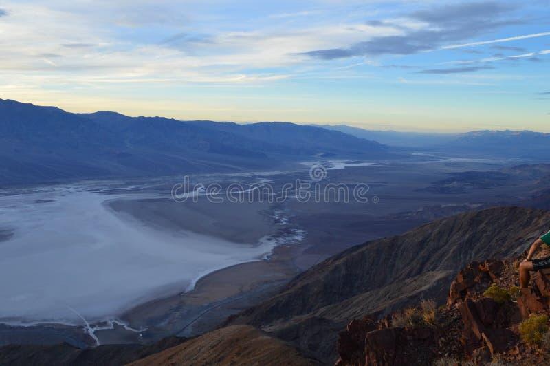 Por do sol na opinião do ` s de Dante no Vale da Morte Califórnia foto de stock