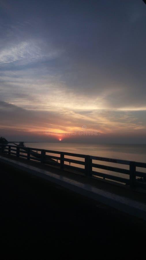 Por do sol na ponte imagens de stock royalty free