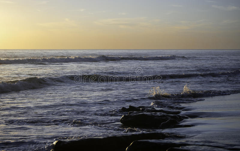 Por do sol na praia foto de stock royalty free