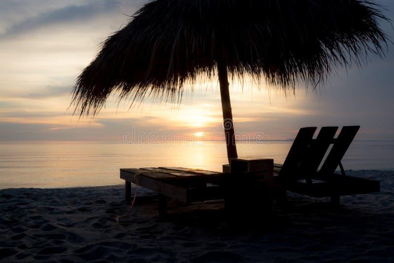 Por do sol na praia Camboja de Otres fotografia de stock royalty free