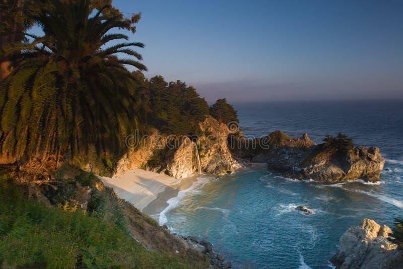 Por do sol na praia de Califórnia fotografia de stock