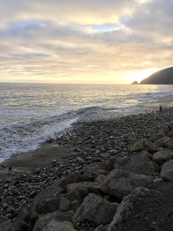 Por do sol na praia de Malibu foto de stock royalty free