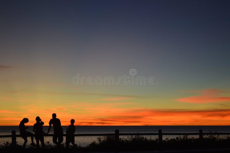 Por do sol na praia do cabo foto de stock royalty free