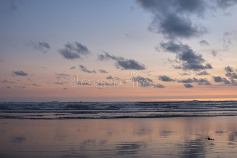 Por do sol na praia do endog do parang imagens de stock royalty free