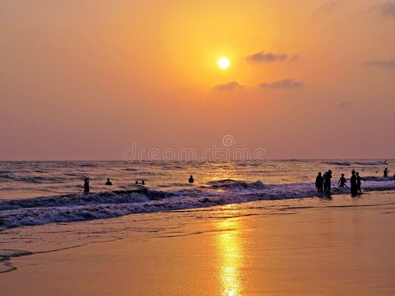 por do sol na praia, feira de Coxs imagens de stock royalty free