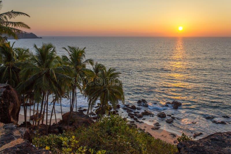 Por do sol na praia, Goa, Índia imagem de stock