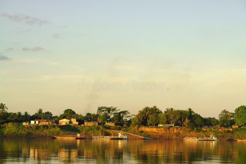 Por do sol na selva de Puerto Maldonado foto de stock royalty free