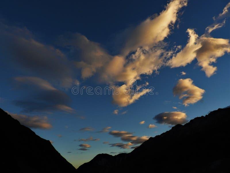 Por do sol na trilha do vale do navio de pesca a linha, cozinheiro National Park da montagem fotos de stock