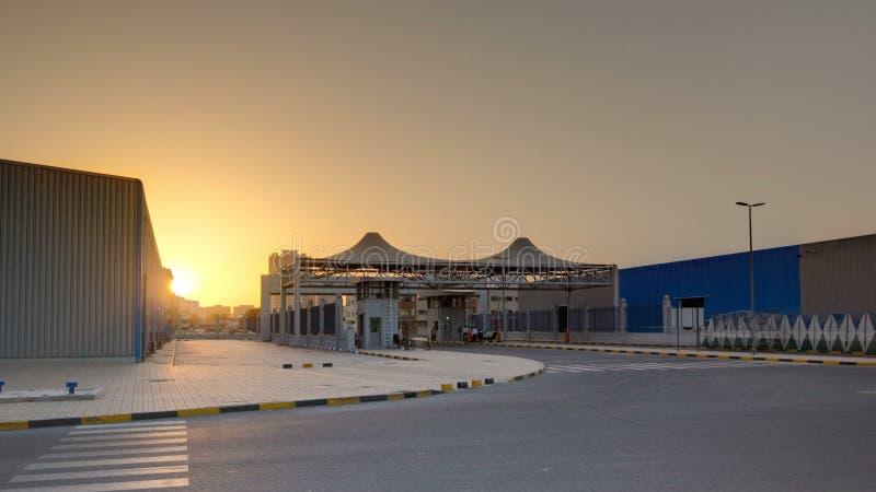 Por do sol na zona franca do timelapse de Ajman Ajman é o capital do emirado de Ajman em Emiratos Árabes Unidos fotografia de stock