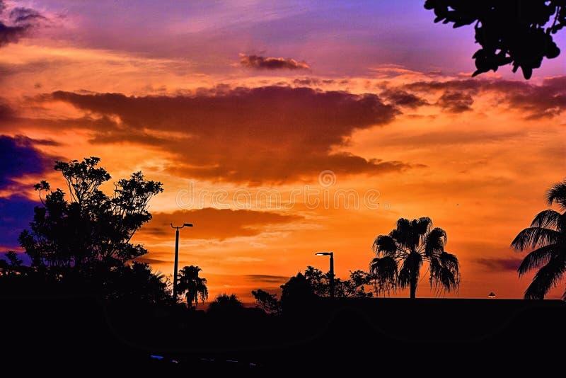 Por do sol nas cores imagens de stock