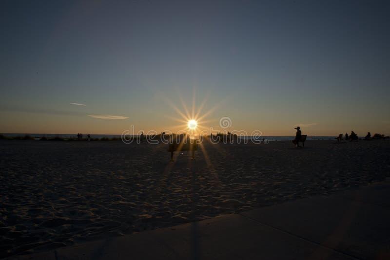 Por do sol nas costas do Lago Michigan, EUA fotografia de stock