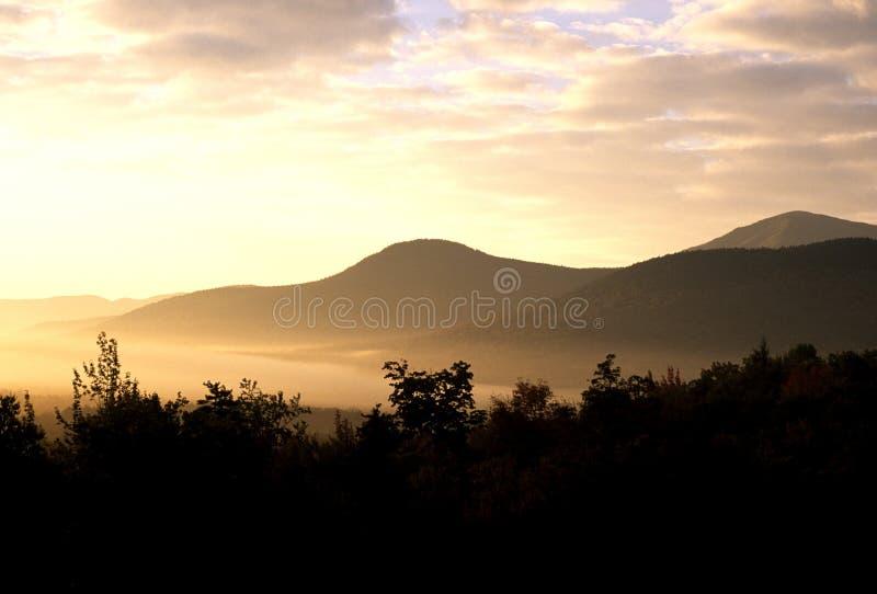 Por do sol nas montanhas brancas imagem de stock