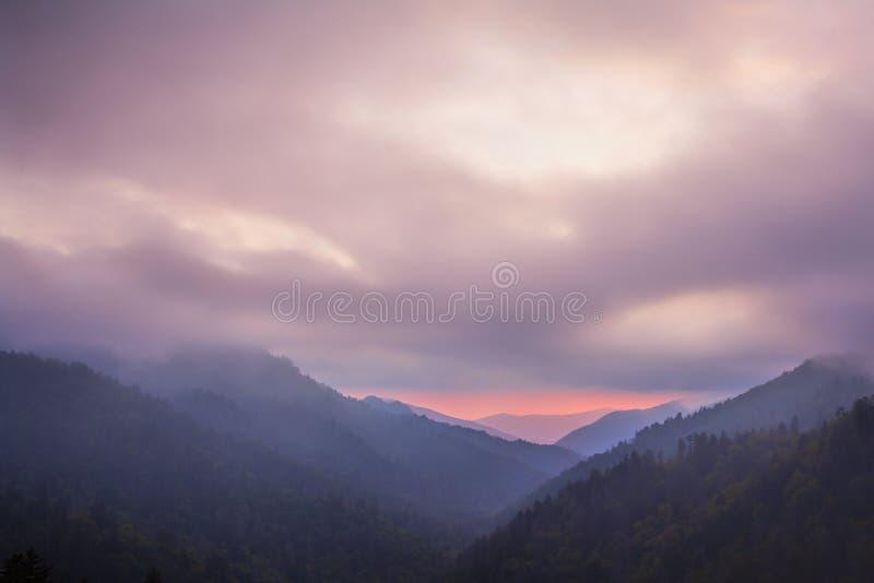 Por do sol nas montanhas fumarentos parque nacional, Tennessee, EUA fotografia de stock