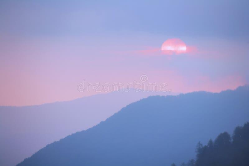 Por do sol nas montanhas fumarentos parque nacional, Tennessee, EUA imagem de stock royalty free