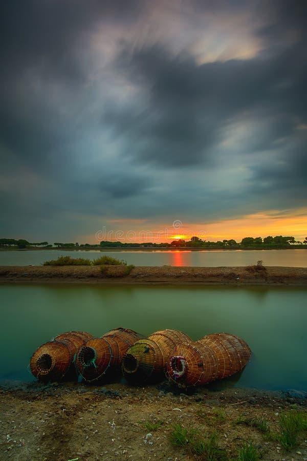 Por do sol, nascer do sol, Tanjung Kait, Tangerang, árvore, paisagem, natureza imagens de stock royalty free