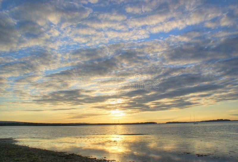 Por do sol nebuloso fotografia de stock