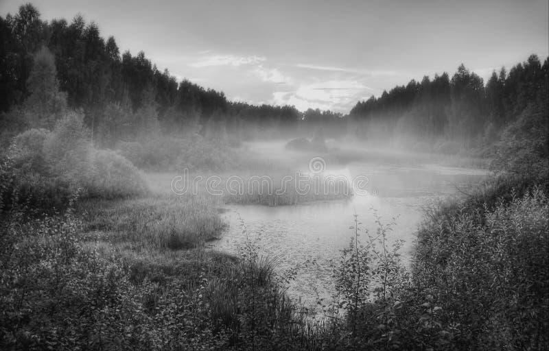 Por do sol nevoento de Rússia imagens de stock