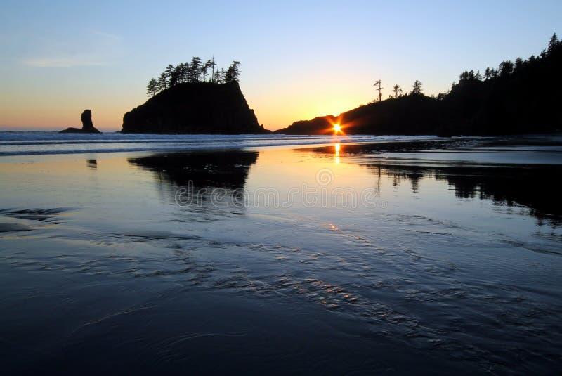 Por do sol no buraco da fechadura na segunda praia imagens de stock royalty free
