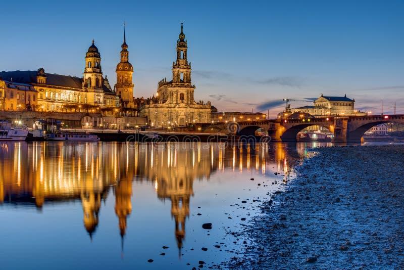 Por do sol no centro histórico de Dresden imagem de stock