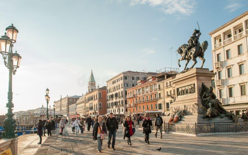 Por do sol no degli Schiavoni de Riva em Veneza, Itália fotografia de stock royalty free
