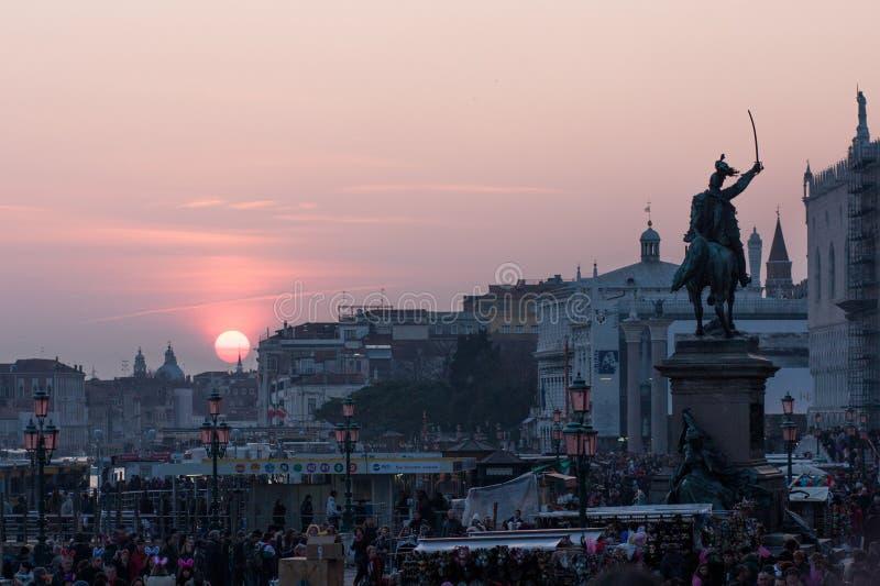 Por do sol no degli Schiavoni de Riva em Veneza, Itália fotografia de stock