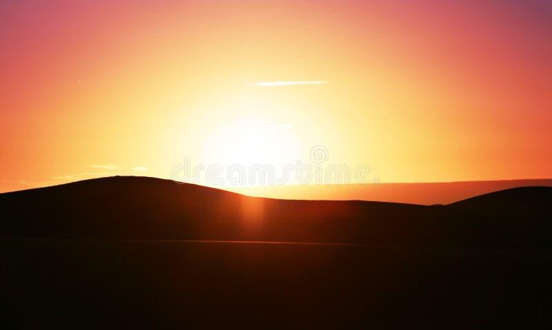 Por do sol no deserto fotografia de stock royalty free