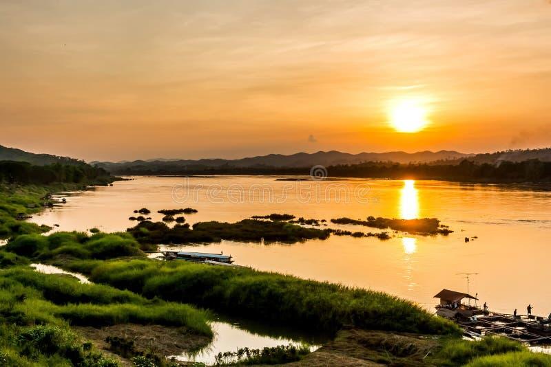 Por do sol no khongriver foto de stock