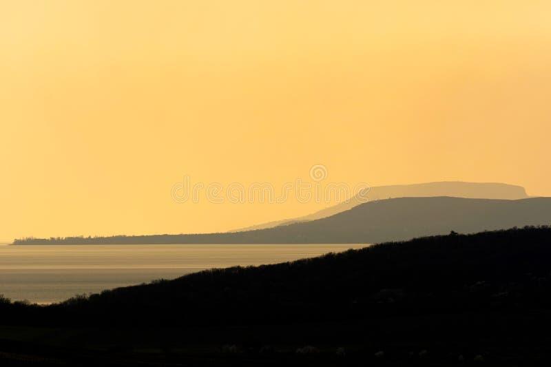 Por do sol no lago Balaton imagem de stock