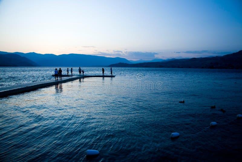 Por do sol no lago Chelan fotos de stock