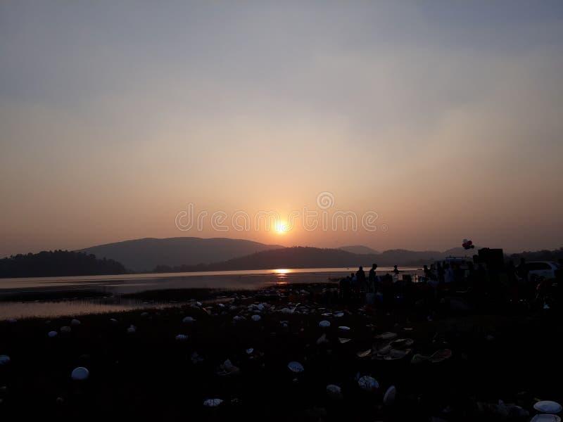 Por do sol no lago do dimna, jamshedpur fotos de stock royalty free