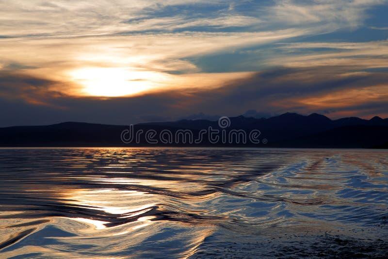 Por do sol no lago Hovsgol imagens de stock