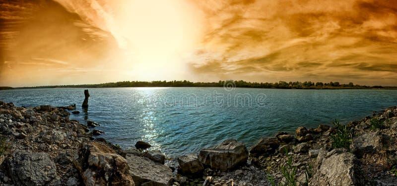 Por do sol no lago Jacomo imagens de stock royalty free