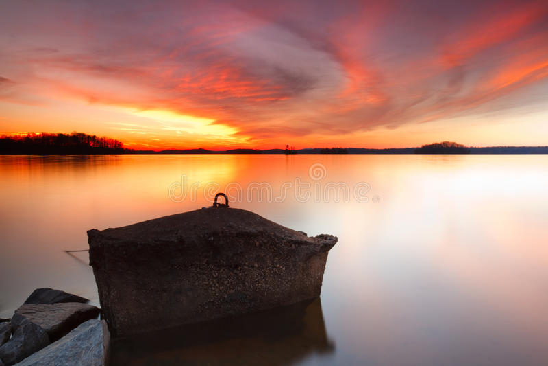 Por do sol no lago Lanier imagem de stock royalty free