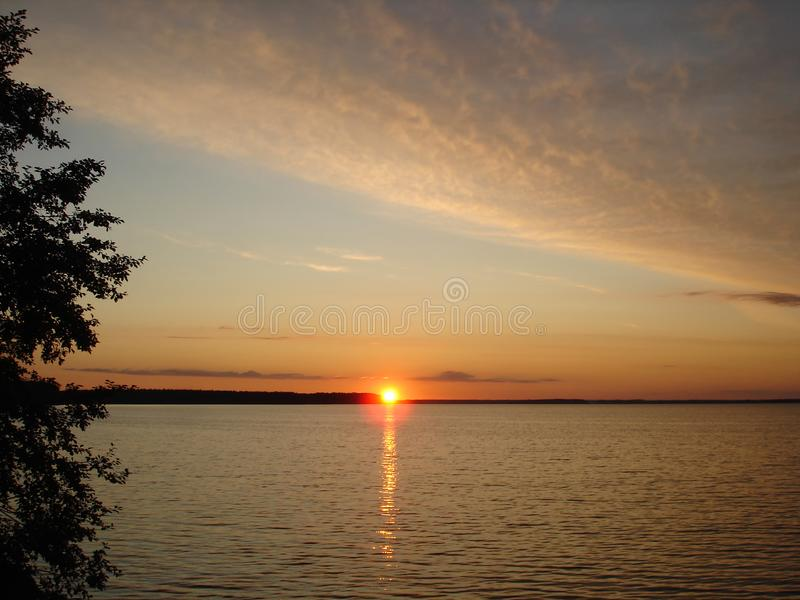 Por do sol no lago Seliger foto de stock