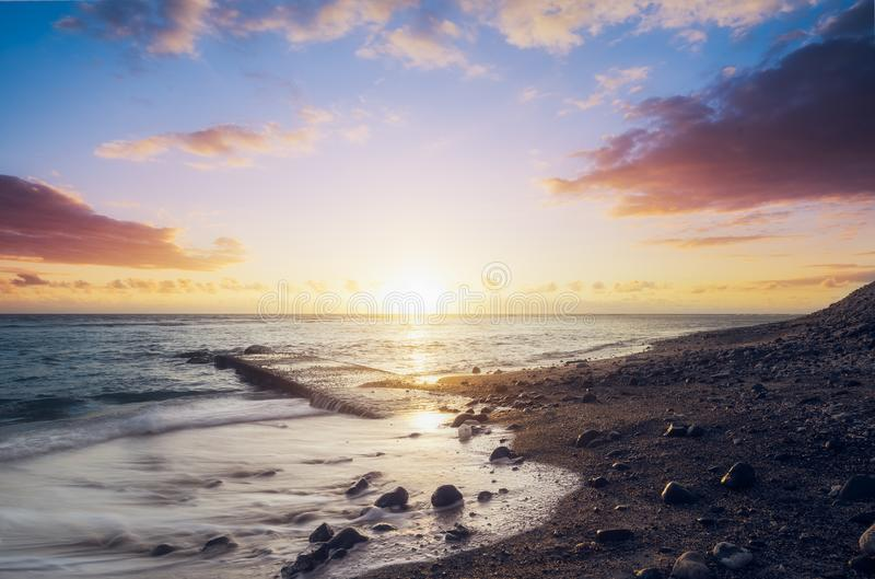 Por do sol no leu de Saint da praia de Kelonia em Reunion Island imagem de stock royalty free