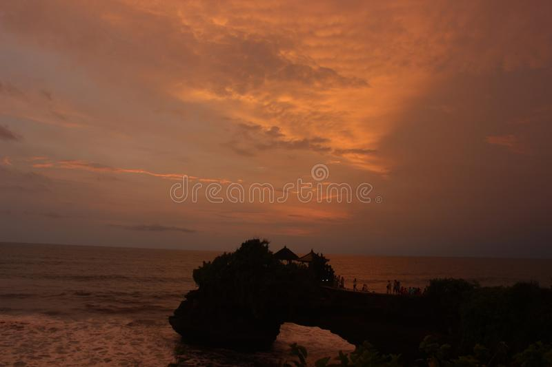 Por do sol no lote de Tanah fotografia de stock